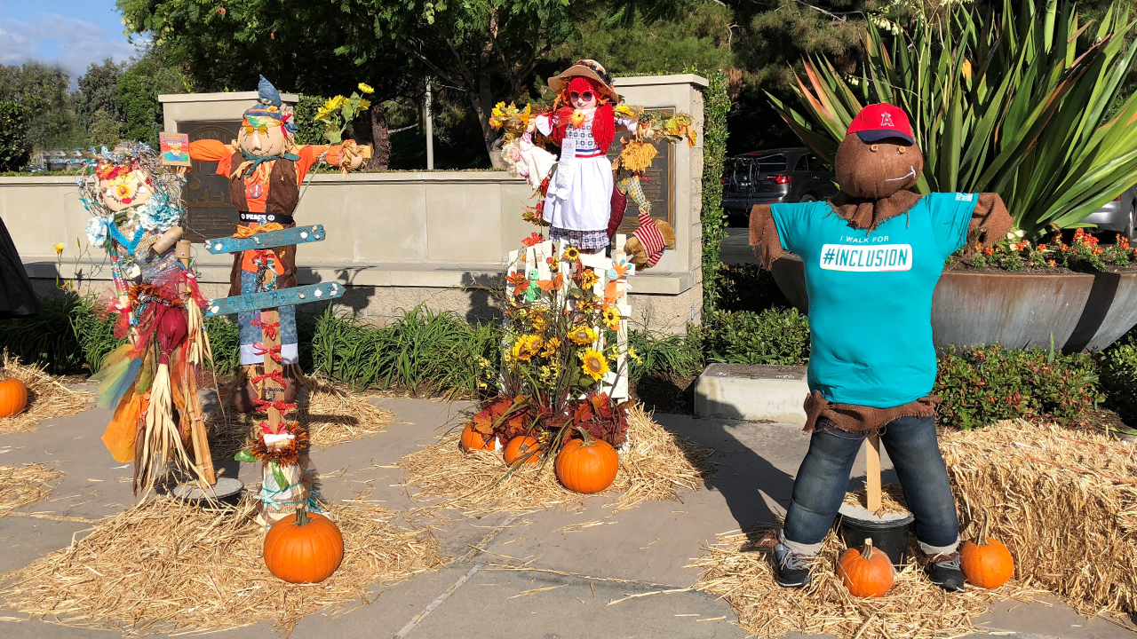 creative scarecrows